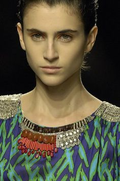 See detail photos for Dries Van Noten Spring 2008 Ready-to-Wear collection.