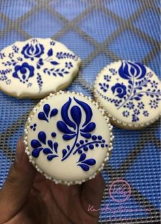Best Cupcakes Decoration Blue And White Ideas - Cupcakee Ideen Flower Sugar Cookies, Blue Cookies, Fancy Cookies, Iced Cookies, Easter Cookies, Royal Icing Cookies, Cupcake Cookies, Iced Biscuits, Cookies Et Biscuits
