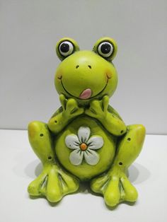 Ceramic frog, so cute Funny Frogs, Cute Frogs, Frog Crafts, Preschool Crafts, Frog Pictures, Frog Theme, Glass Frog, Fondant Animals, Paper Mache Crafts