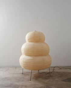 BRI'S RECENT FAVES! Weird Furniture, Furniture Decor, Furniture Design, Noguchi Lamp, Isamu Noguchi, Interior Lighting, Home Lighting, Luminaire Vintage, Design Textile