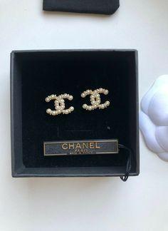 Chanel Pearl Earrings, Chanel Pearls, Chanel Jewelry, Ear Jewelry, Cute Jewelry, Luxury Jewelry, Jewelry Accessories, Fashion Accessories, Fashion Jewelry