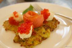 St Petersburg Food - Potato Pancake with smoked salmon and caviar! Potato Pancakes, Russian Recipes, Smoked Salmon, Delish, Saints, Vegetarian, Tasty, Dishes, Salmon Caviar