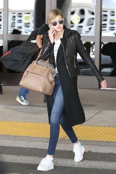 Los Angeles-Junio 2015: Gigi Hadid, llegando al aeropuerto LAX.