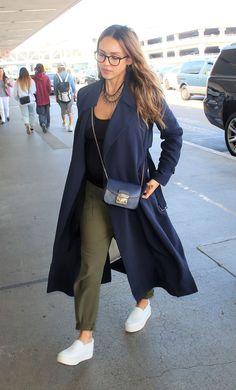 O estilo de Jessica Alba - Guita Moda Pregnant Jessica Alba, Pregnant Mom, Jessica Alba Style, Jessica Alba Outfit, Jessica Alba Casual, Robe Baby Doll, Looks Baskets, Pregnant Actress, Looks Style