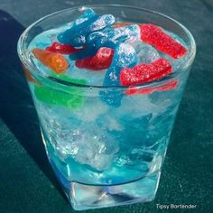 ▃▃▃▃▃▃▃▃▃▃▃▃▃▃▃▃▃▃▃▃ DRUNK LIL KIDS 1/2 oz. (15 ml) Raspberry Vodka 1/2 oz. (15 ml) Green Apple Vodka 1/2 oz. (15 ml) Island Punch Pucker 1/2 oz. (15 ml) Peach Schnapps Splash of Blue Curacao 1 oz.(30 ml) Lemonade 2 oz. (60 ml) Lemon Lime Soda Sour Patch Kids  Instagram Photo Credit: @letsturnup  Post your original recipe and photo on Instagram using #TipsyBartender and we will repost the best ones. Each month, the pics with most likes wins $300, 2nd Place $200, 3rd Place: $100.  #drinkporn…