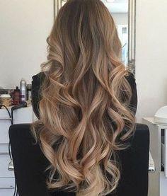 long curled hair is so beautiful! This long curled hair is so beautiful!This long curled hair is so beautiful! Face Shape Hairstyles, Pretty Hairstyles, Summer Hairstyles, Ombre Hair, Balayage Hair, Bronde Hair, Haircolor, Luxy Hair, Long Curls
