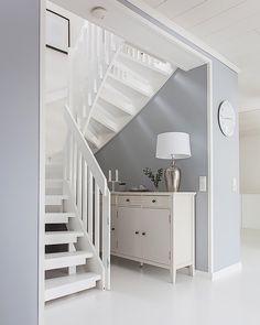 Väriä seiniin ja piristystä tilaan | Instakodit My Home Design, House Design, Loft Conversion Bedroom, Under Stairs, Dream Rooms, Interior Design Inspiration, Cozy House, My Dream Home, House Plans