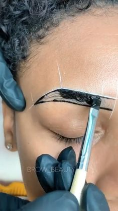 Eyebrow Makeup Tips, Permanent Makeup Eyebrows, Eyebrow Tinting, Beauty Makeup, Eye Makeup, Beauty Bar, Henna Eyebrows, Brow Studio, Eyebrow Design