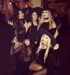 The hottest halloween costumes for college students that you'll absolutely love. Here are 40 of the hottest last-minute costumes ideas that are perfect to wear to a college party.This is the most creative college halloween costumes ever. Cute Witch Costume, Black Dress Halloween Costume, Diy Halloween Costumes For Women, Halloween Outfits, Halloween Party, Vintage Halloween, Halloween Photos, Diy Simple Halloween Costumes, Witches Costumes For Women