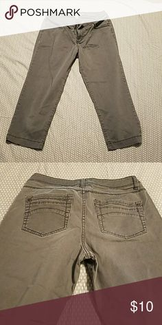 Gray Capri pants Very good used condition, super comfy and flattering! Sonoma Pants Capris