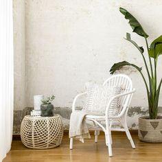 Katy sillón de rattan blanco / ¡Ratán en tus butacas!  Katy, una sencilla y bonita butaca elaborada en ratán con acabado en blanco, el complemento perfecto para dar un toque especial a tus estancias en cualquier época del año. Descubre los colores disponibles y elige tu favorita. ¡Te encantará! Rattan, Accent Chairs, Furniture, Home Decor, Interior Decorating, Decorating Ideas, Small Space Furniture, House Decorations, Retro Design
