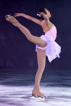 Hot Figure Skaters, Figure Skating Olympics, Foto Sport, Nadia Comaneci, Ice Girls, Women Figure, Sporty Girls, Ice Skating, Gymnastics