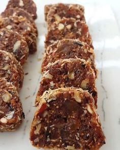 Bomba Lezzet Tarifi – Mutfakgram – Tatlı tarifleri – The Most Practical and Easy Recipes Healthy Snacks, Healthy Recipes, Granola Bars, Cake Pops, Cake Recipes, Breakfast Recipes, Deserts, Food And Drink, Easy Meals