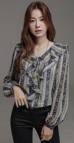 Plus Size Random Floral Print Ruffle Trim Blouse - Mixed Shop K Fashion, Korean Fashion, Fashion Outfits, Fashion Design, Coloring Sheets, Adult Coloring, Coloring Books, Royal Clothing, Blouse Styles