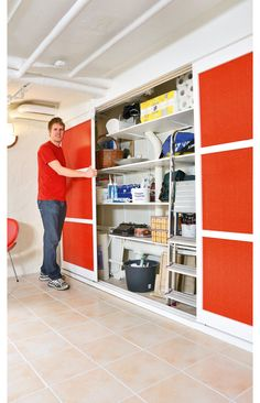 It is easy to install a basement cabinet, especially since such built-in furniture has many advantages . White Wall Paint, Design Palette, Home Tech, Built In Furniture, Garage Organization, Organizing, Farmhouse Style Decorating, Contemporary Interior, Home Projects