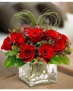 Valentine's Day Bouquet Floral Design Workshop – Norfolk Botanical Garden Valentine's Day Flower Arrangements, Rosen Arrangements, Valentine Bouquet, Valentines Flowers, Valentine Nails, Valentine Ideas, Deco Floral, Arte Floral, Beautiful Roses