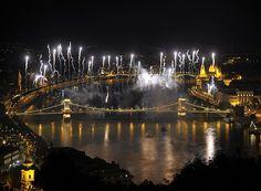 Budapest, 2015. augusztus 20. Ünnepi tűzijáték a Duna felett Budapesten 2015. augusztus 20-án. MTI Fotó: Kovács Attila