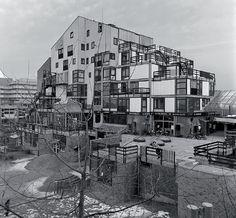 Tout est paysage une architecture habitée... SIMONE ET LUCIEN KROLL http://www.blog-habitat-durable.com/tout-est-paysage-une-architecture-habitee-simone-et-lucien-kroll/