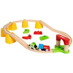 The Brio My First Railway Battery Operated Train Set is a high quality wooden toy made by the Swedish company Brio, the world's largest manufacturer of toys which are both educational and fun. Circuit Brio, Toys R Us, Kids Toys, Brio Bahn, Brio Train Set, Trains, Locomotive, Wooden Train, Imaginative Play