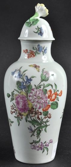 AN 18TH CENTURY WORCESTER FINE AND RARE EARLY VASE AND : Lot 1248
