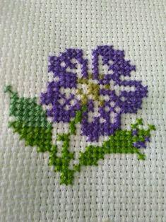 Punto croce Cross Stitch Cushion, Small Cross Stitch, Cross Stitch Cards, Cross Stitch Rose, Cross Stitch Alphabet, Cross Stitch Flowers, Cross Stitch Kits, Cross Stitch Designs, Cross Stitch Embroidery