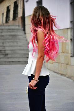 I would stop this girl and ask her wear she got her hair done! Beautiful. Beautiful ombré hair extensions. Salonlg.com