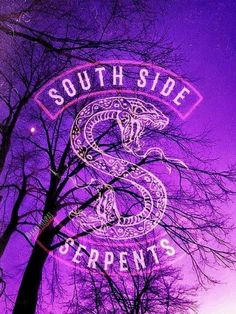 South Side Serpents – Riverdale Wallpaper — By: … – South Side Serpents – Riverdale Hintergrund – Von: … – Trendy Wallpaper, Tumblr Wallpaper, New Wallpaper, Lock Screen Wallpaper, Cute Wallpapers, Wallpaper Backgrounds, Wallpaper Samsung, Emoji Wallpaper, Laptop Wallpaper