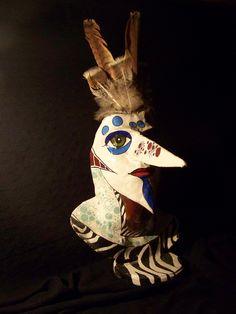 mascara de papel y plumas de aguila