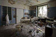 なんともいえない不気味さのあるドイツ人医師が生活していた豪邸の廃墟写真 - DNA