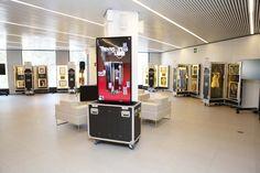 Exposición Hard Rock Couture, una colección de moda inspirada en la música, con piezas míticas y exclusivas de: John Lennon, Michael Jackson, Jimi Hendrix, Madonna, Freddie Mercury y Elvis, entre muchos otros grandes de la historia del rock y el pop internacional. Estará hasta el 2 de noviembre, en el Hard Rock Cafe de Barcelona y la entrada es gratuita.