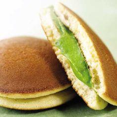 :D Matcha Dorayaki Green Tea Dessert, Matcha Dessert, Matcha Cake, Desserts Japonais, Japan Dessert, A Food, Food And Drink, Crepes And Waffles, Pancake