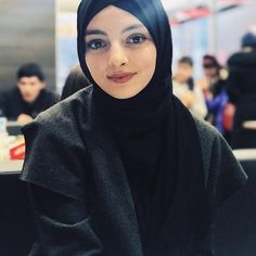 Celebrity Fashion Outfits, Celebrity Style, Urban Fashion Photography, Muslim Hijab, Hijab Fashion, Makeup Looks, Infographic, Hijab Styles, Celebrities