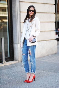 Causal look for beginning of spring: Ivories lightweight coat and top, roll up boyfriend jeans and colorful pumps
