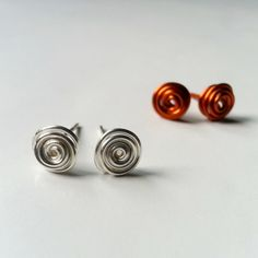 Create Swirly Wire Earrings with Guidecentral.
