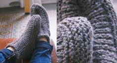 Knitting, sewing: easy gift ideas Rib knitted slippers To keep your feet warm all winter, make these high slippers quickly. Comfort you will never tire of. Bonnet Crochet, Knit Or Crochet, Knitted Slippers, Baby Sweaters, Easy Gifts, Knitting Socks, Knitting Patterns Free, Free Pattern, Leg Warmers