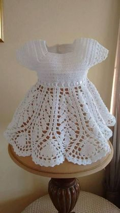 Very elegant this dress in crochet yarn. with measures for each age. look - Crochet Patterns