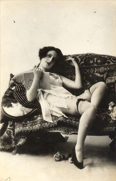 Vintage Photos of Women Readers