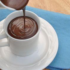 Receita fácil de Chocolate Quente Cremoso e fica uma delícia para um dia frio como hoje! Faça agora mesmo, é bem rápido!