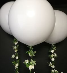 Gorgeous white flower and foliage garlands attached to giant white balloons for a cosmetic product launch Bubble Balloons, Giant Balloons, White Balloons, Confetti Balloons, Balloon Flowers, Balloon Bouquet, Personalized Balloons, Wedding Balloons, White Decor