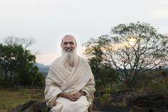 """Sri Prem Baba: """"Autoconhecimento é o remédio para a humanidade"""" Sitah/Divulgação Sri Prem Baba, Spiritual Retreats, Yoga Meditation, Personal Development, Woodland Forest, Buddhism, Interview, Spiritual"""