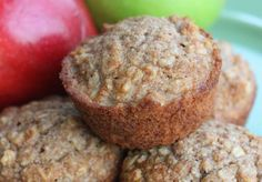 The best healthy oatmeal and applesauce muffins! - Are you in abundance of apples? Make yourself a big batch of these delicious healthy oatmeal and ap - Applesauce Muffins, Oatmeal Muffins, Healthy Muffin Recipes, Healthy Muffins, Healthy Food, Bowl Cake, Oatmeal Recipes, Sweet Recipes, Delicious Desserts