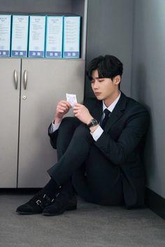 Lee jong suk ❤❤ while you were sleeping drama ^^ Lee Jong Suk Cute, Lee Jung Suk, Asian Actors, Korean Actors, Korean Dramas, Lee Jong Suk Wallpaper, Kang Chul, Lee Young, Between Two Worlds