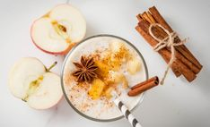 Craving that classic caramel apple? Look no further than this classic caramel apple-flavored smoothie. It\'s got all the flavor but less of the calories. Smoothie Proteine, Green Smoothie Girl, Apple Pie Smoothie, Protein Smoothies, Yummy Smoothies, Green Smoothies, Shake Recipes, Fall Recipes, Healthy Dinner Recipes
