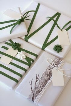 Make gift packaging and pack gifts creatively - gift wrapping tinker with green ribbons Informations About Geschenkverpackung basteln und Geschenke - Wrapping Ideas, Present Wrapping, Creative Gift Wrapping, Creative Gifts, Elegant Gift Wrapping, Wrapping Papers, Pretty Packaging, Gift Packaging, Packaging Ideas