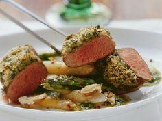 Kräuter-Lamm mit Spargel ist ein Rezept mit frischen Zutaten aus der Kategorie Lamm. Probieren Sie dieses und weitere Rezepte von EAT SMARTER!