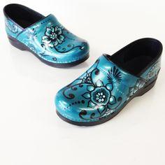 Dansko Nursing Shoes, Nursing Clogs, Dansko Shoes, Nursing Scrubs, Medical Scrubs, Buy Shoes, Me Too Shoes, Shoes Men, Brooks Running Shoes