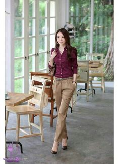 V Luv Fash!on: Korean Women Career in Simple Style Dresses Fashion Trends 2013 : V Luv Fash!on: Korean Women Career in Simple Style Dresses Fashion Trends 2013 Casual Work Outfits, Business Casual Outfits, Business Attire, Office Outfits, Business Fashion, Casual Attire, Dress Casual, Casual Pants, Khaki Pants