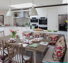 Cool L Shaped Living Dining Room Design Ideas Dining Room Decor l shaped living room dining room decorating ideas Coin Banquette, Banquette Seating In Kitchen, Kitchen Island With Seating, Kitchen Benches, Island Bench, Kitchen Booth Seating, Living Room Kitchen, Kitchen Decor, Kitchen Ideas
