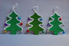 Crochet Christmas tree pattern and tutorial: image of three crocheted Christmas trees