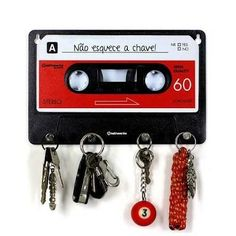 12 Creative Designs Made With Cassettes - - Thuisdecoratie Cassette Tape Crafts, Geek Decor, Aesthetic Room Decor, Diy Furniture, Diy Home Decor, Decor Crafts, Bedroom Decor, Wall Decor, Diy Projects